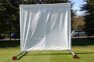 retractable sightscreen